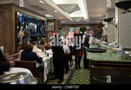 Europe England London, the James Bond's places, the Scotts fish restaurant in Mount street - Stock Photo
