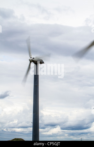 Wind generators at the Altamont pass in Northern California - Stock Photo