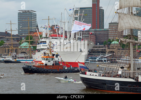 entering port parade, Harbour Birthday, Hamburg, Germany - Stock Photo