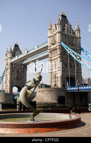 'Girl with a Dolphin' sculpture  by David Wynne (1973) on the north east side of Tower Bridge. Tower Bridge spans - Stock Photo