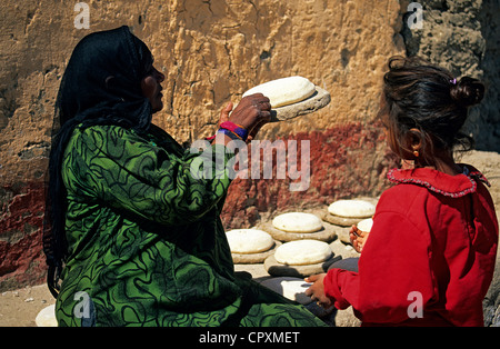 Egypt, Upper Egypt, Nile Valley, daily life scene in a village in the Western bank of Luxor, woman making bread - Stock Photo