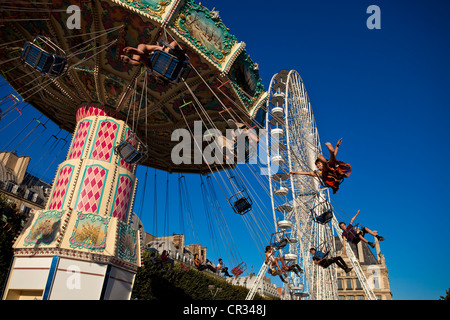 France, Paris ( 75 ), garden of the Tuileries, the Big wheel and a roundabout (summer 2009) - Stock Photo