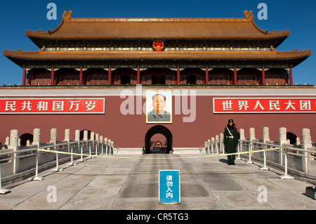 Guard at the Gate of Heavenly Peace at the entrance to the Forbidden City, Tiananmen Square, Beijing, China, Asia - Stock Photo