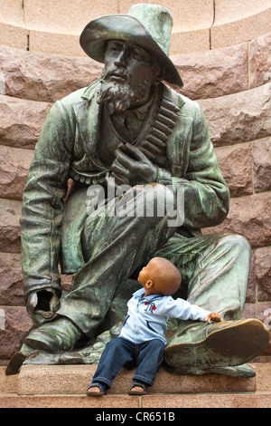 South Africa, Gauteng Province, Pretoria, Church Square, monument in honour of Paul Kruger, the statue of the Boer - Stock Photo