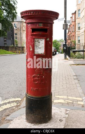 An Edward VIII pillar box in Glasgow - Stock Photo