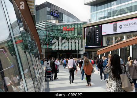 People shopping at Westfield Stratford City shopping centre. The centre opened in 2011 and is the 3rd largest shopping - Stock Photo