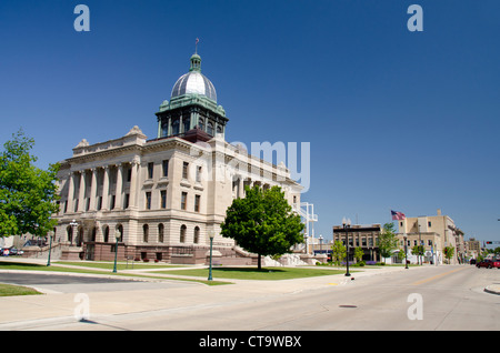 Wisconsin, Manitowoc. 8th Street view of Manitowoc County Courthouse, c.1906, listed in National Register of Historic - Stock Photo