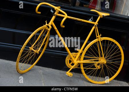 Yellow bicycle. Portobello Road. London - Stock Photo