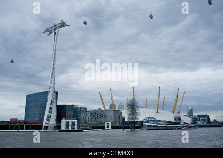 Emirates cablecar system from Greenwich to the Olympic park in London - Stock Photo