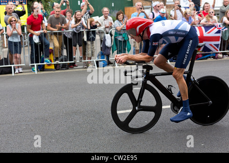 Olympic Mens Cycling Time Trial London 2012. Bradley Wiggins passes crowds in Hampton Wick on his way to winning - Stock Photo