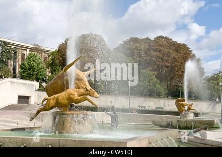 Sculptures in the Trocadero Fountain, Paris [...] - Stock Photo