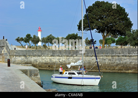 Sailing boat entering the port of Saint-Martin-de-Ré on the island Ile de Ré, Charente Maritime, Poitou-Charentes, - Stock Photo