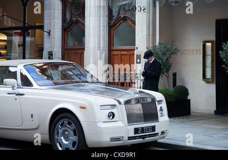 UK, London, the James Bond's places, the Scotts fish restaurant in Mount street - Stock Photo