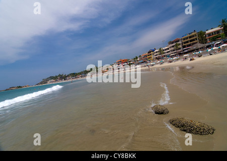 Horizontal angular view across the bay at Lighthouse beach in Kovalam, India, on a sunny day. - Stock Photo