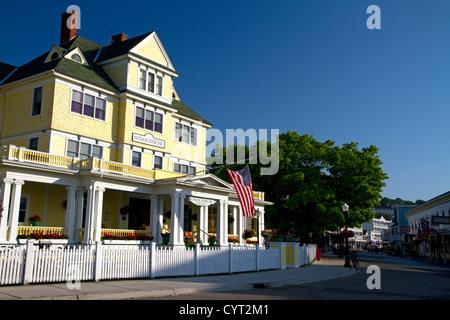 The Windermere Hotel located on Main Street on Mackinac Island located in Lake Huron, Michigan, USA. - Stock Photo
