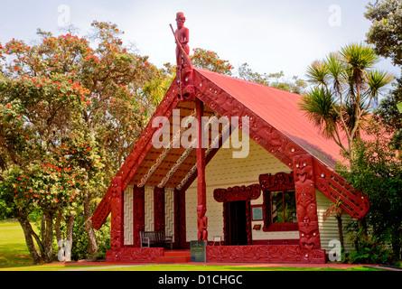 Te Whare Runanga (Maori Meeting House), Waitangi Treaty Grounds, north island, Paihia, New Zealand. - Stock Photo