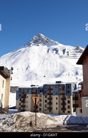 Alpine Ski resort, Tignes-le-Lac, Tignes, Savoie, Rhone-Alpes, French Alps, France, Europe - Stock Photo