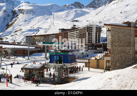 Chair lift, Tignes, Savoie, Rhone-Alpes, French Alps, France, Europe - Stock Photo