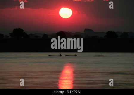 Dawn on the Irrawaddy River between Mandalay and Pagan in Burma ( Myanmar ), Southeast Asia. - Stock Photo