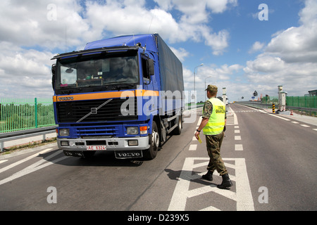 Koroszczyn, Poland, Polish border guards in the control of a truck on imports - Stock Photo