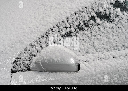 Aberystwyth, Wales, UK. 18th January 2013. Strong winds have driven snow over this Vauxhall Vectra car in Comins - Stock Photo