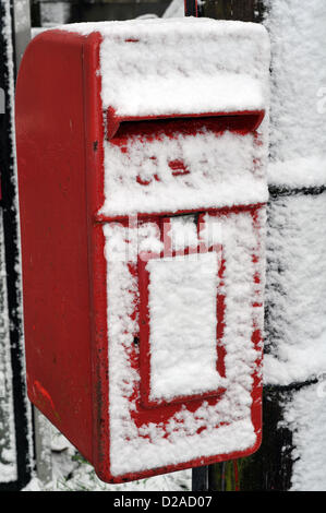 Aberystwyth, Wales, UK. 18th January 2013. Strong winds have blown snow across the face of this post box in Comins - Stock Photo