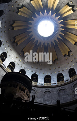 Jerusalem, Israel. 13th February 2013. The Edicule of the Tomb below the Dome of the Rotunda in Church of The Holy - Stock Photo