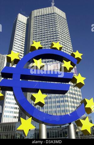 (dpa) - A giant Euro sculpture stands in front of the European Central Bank (ECB) in Frankfurt, 3 January 2002. - Stock Photo