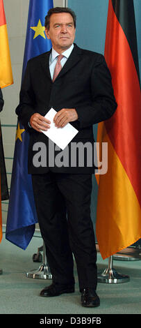 (dpa file) - The picture, dated 24 June 2005, shows German Chancellor Gerhard Schroeder during a press conference - Stock Photo