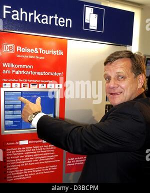 (dpa) - Hartmut Mehdorn, chairman of the German railway company Deutsche Bahn (DB), points at the display of a ticket - Stock Photo