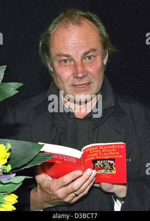 (dpa files) - Austrian actor Klaus Maria Brandauer flips through a book during a theater festival in Hanover-Herrnhausen, - Stock Photo