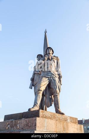 Socialist realist statues on the Green Bridge, Vilnius, Lithuania - Guarding Peace - Stock Photo