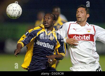 (dpa) - Beveren's Badjan Kante Seydou (L) and Stuttgart's Kevin Kuranyi (R) both eye the ball during the UEFA Cup - Stock Photo