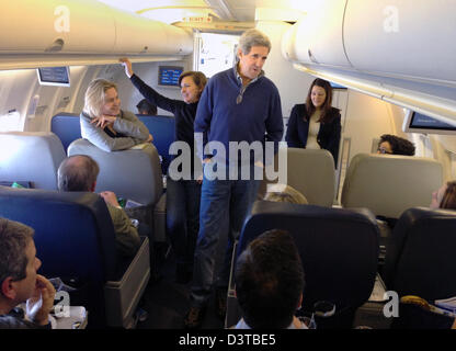 US Secretary of State John Kerry speaks with the traveling press corps aboard his US Air Force Boeing 757 en route - Stock Photo