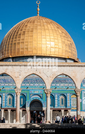 Temple Mount, Jerusalem, Israel. A group of tourists stands next to the famous Golden Dome ('Dome of the Rock') - Stock Photo