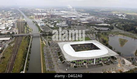 The aerial photo shows the 'Volkswagen Arena' in Wolfsburg, Germany, 12 September 2008. The stadium is located between - Stock Photo