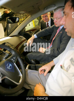 Prime Minister of Hesse, Roland Koch (C) and head of Opel Hans Demant (L) chat with an Opel employee inside the - Stock Photo