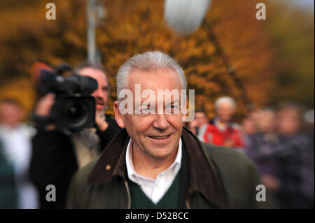 The chairman of the board of the 'Deutsche Bahn' German railway company walks to a demonstration against the extension - Stock Photo