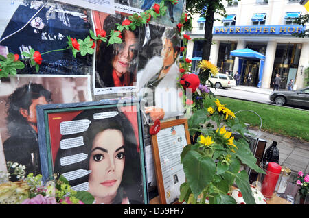Images of Michael Jackson at the base of the Orlando Di Lasso monument, which has been refashioned as a memorial - Stock Photo