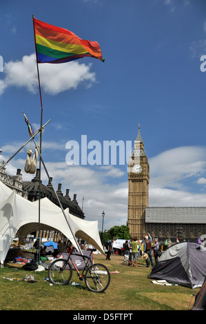 Peace protesters' camp outside the Parliament House, Westminster Square, London, United Kingdom - Stock Photo