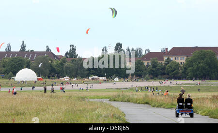 Visitors fly kites on the premises of the former Tempelhof airport, the Tempelhof field, in Berlin, Germany, 15 - Stock Photo