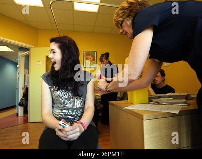 Swansea,UK. 20th April, 2013  Pictured L-R: 14 year old Gwenllian Morgan from Aberavon has her MMR vaccine by a - Stock Photo