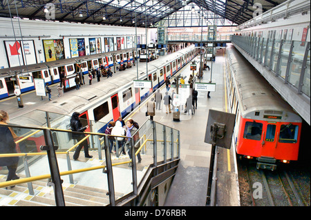 Earls Court, London. Underground Tube station train platform on the District and Piccadilly lines - Stock Photo