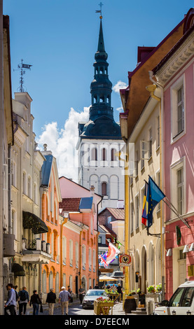 Tallinn, Rataskaevu street, medieval high street. Niguliste ( St Nicholas' ) Church in the background - Stock Photo