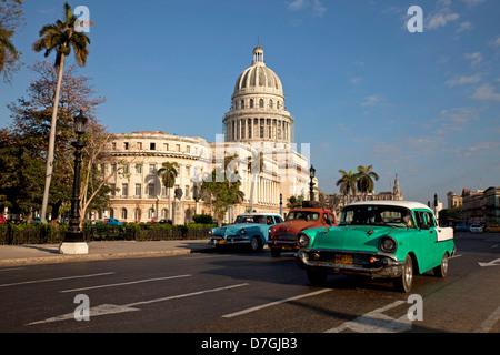 classic US cars and El Capitolio in central Havana, Cuba, Caribbean - Stock Photo