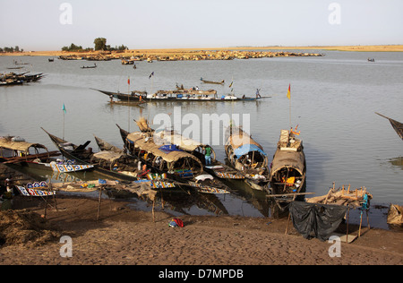 Fishing and cargo boats, River Niger at Mopti in early morning, Mali - Stock Photo