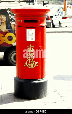A rare King Edward VII red post box on the seafront at Sliema, Malta. King Edward VII lived 1841-1910 - Stock Photo
