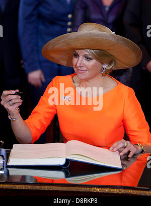 Wiesbaden, Germany. 3rd June 2013. Queen Maxima of the Netherlands signing the golden book in Wiesbaden at the first - Stock Photo