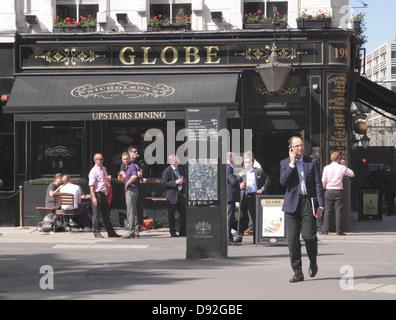 The Globe Pub Moorgate London - Stock Photo