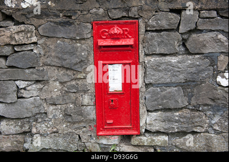 GR Royal Mail Letter Post Box Red Old UK England - Stock Photo